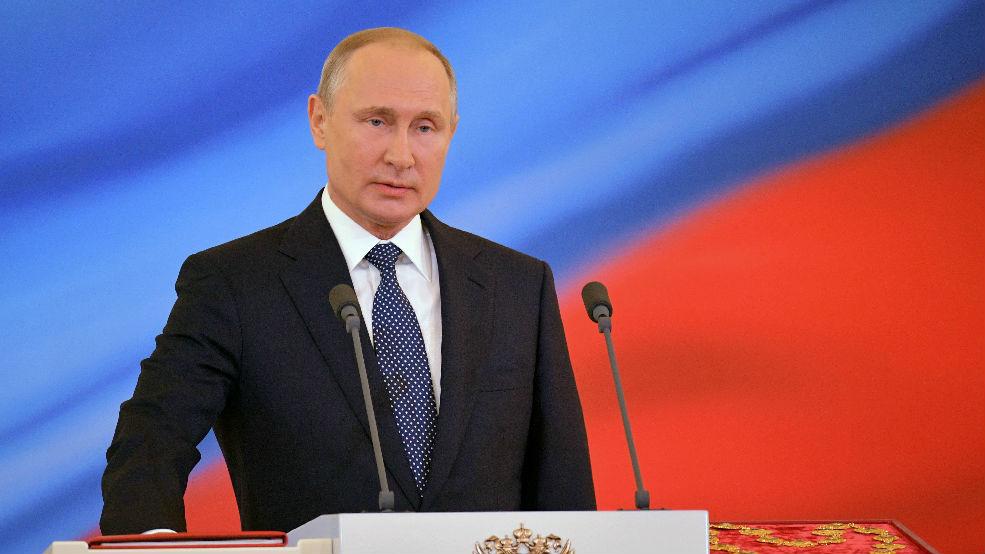 """普京盛赞中俄""""家人般""""友谊:两国关系按计划发展"""