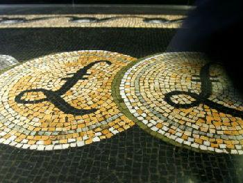 英媒:美元汇率走高 英镑遭遇十年来最长贬值期