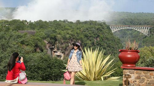 美媒关注津巴布韦制作中文宣传片:意在提振旅游业