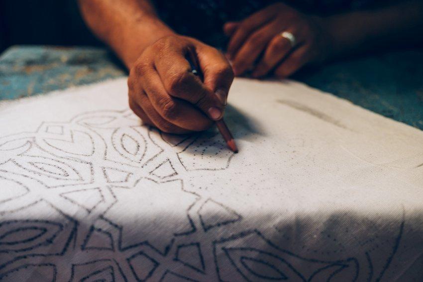 开罗手工业者生活艰难 数百年历史传承技艺面临失传