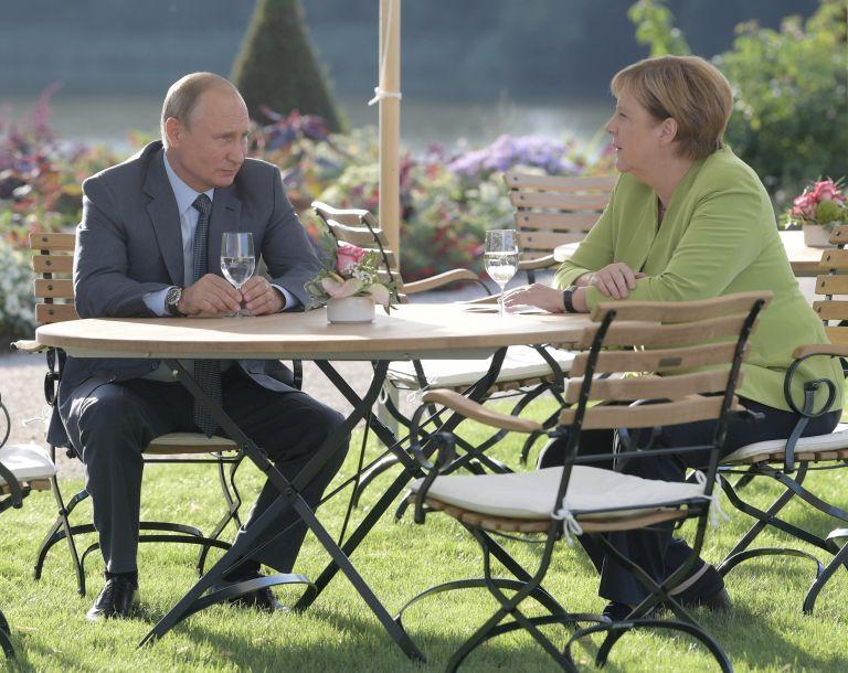 默克尔和普京就多个棘手问题举行会谈