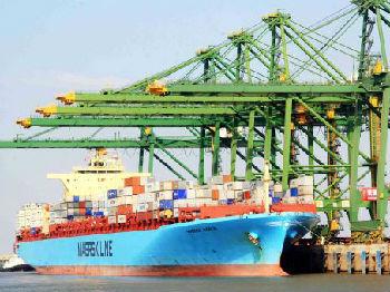 世界海运龙头忍不住了:美国受贸易战冲击是全球的好几倍
