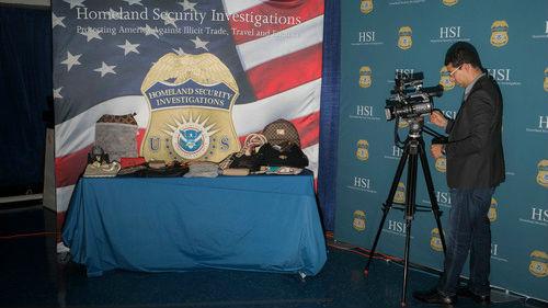 美国缴获价值近5亿美元奢侈品假货 美媒称32名华裔被捕