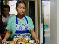 尼泊尔家庭在中国边境小镇的新生活