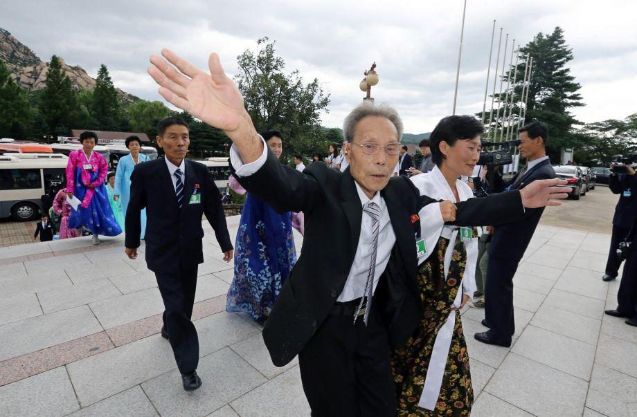 韩朝离散家属在酒店客房内单独团聚