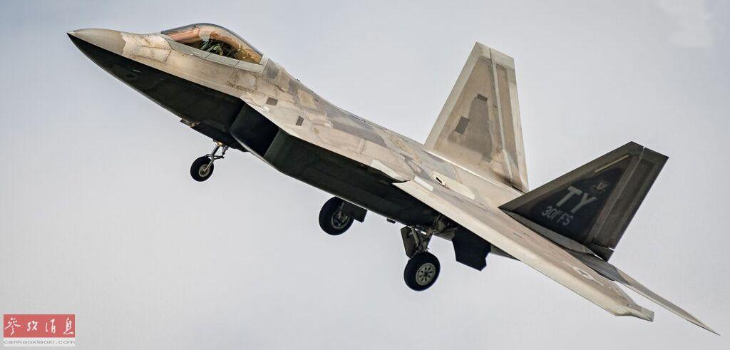 F-22现身俄邻国!参加波兰阅兵抵近叫板