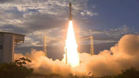 """英媒:风力监测卫星""""风神""""成功发射"""