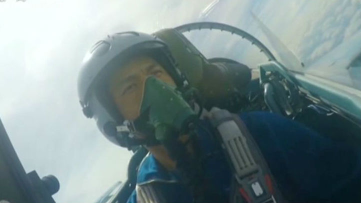 中国为苏-35战机改良头盔 轻巧坚固且舒适度高