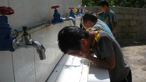全球近一半学校缺乏基本卫生设施 近9亿儿童面临患病风险