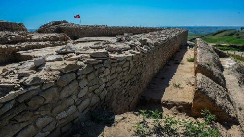 英媒:中国发现4000年前失落城市 遗址含巨型金字塔