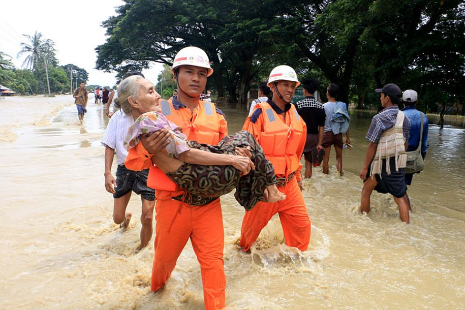 缅甸一水坝泄洪道决口 上万人撤离