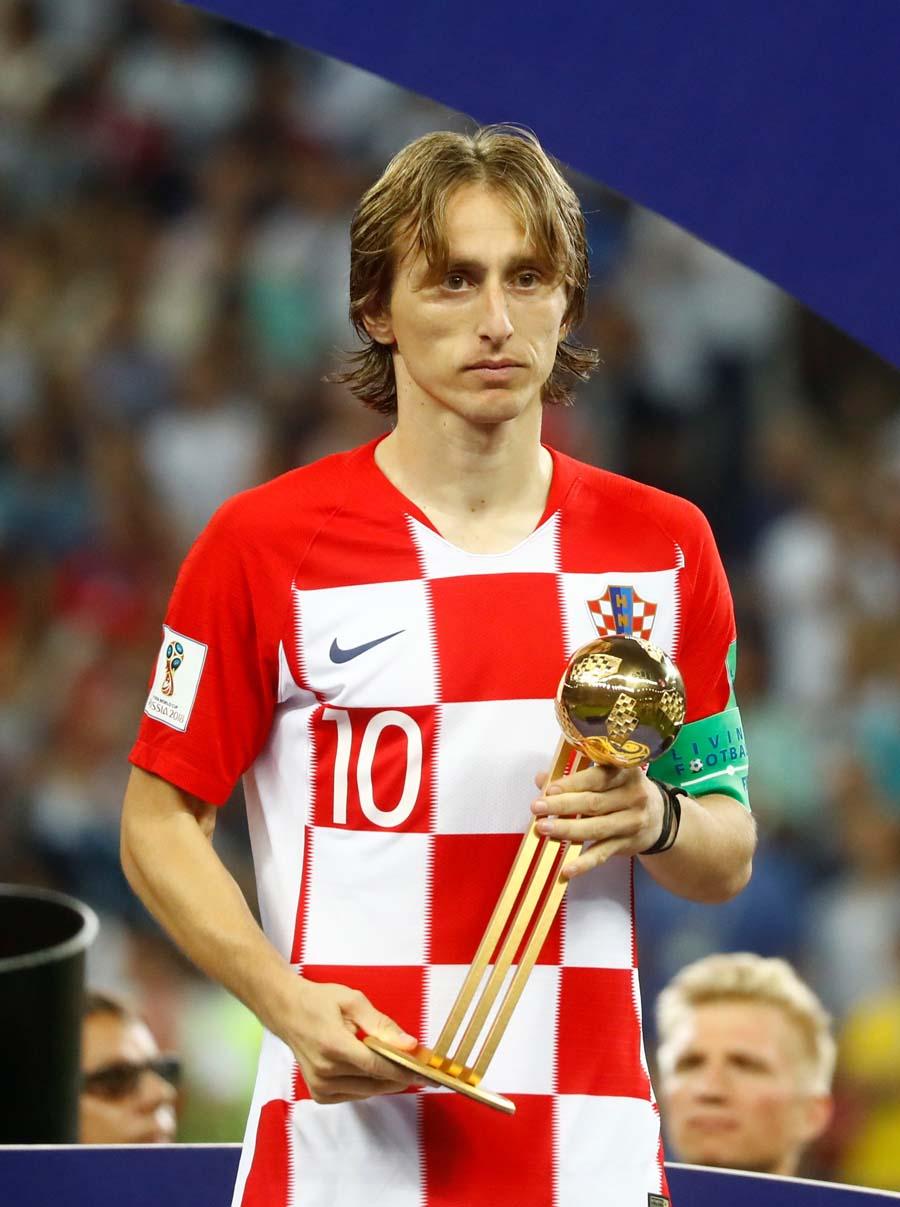 """俄罗斯世界杯中,这位被中国球迷称为""""魔笛""""的队长带领克罗地亚队杀进决赛。队友拉基蒂奇(Ivan Rakitic)这样评价他:""""他会让身边的每一名队员都变得更好。"""""""