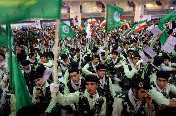 """输出导弹训练武装人员 英媒指伊朗策划发动""""全面战争"""""""