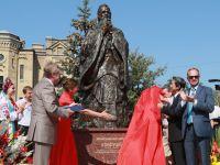 孔子青铜雕像在乌克兰高校揭幕
