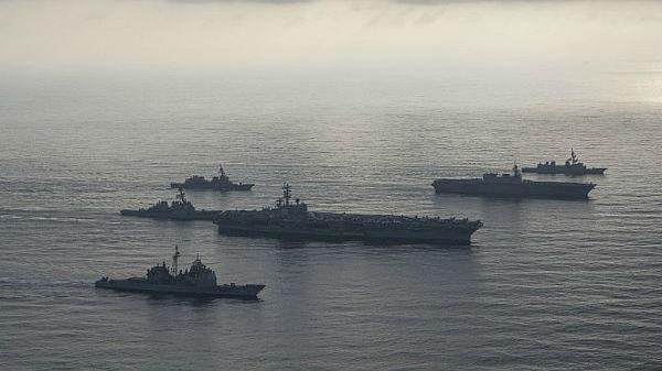 外媒:日美军舰竟在南海共同搞演练