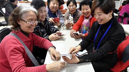 港媒:智能科技幫助中國老年人成為數字時代的弄潮兒