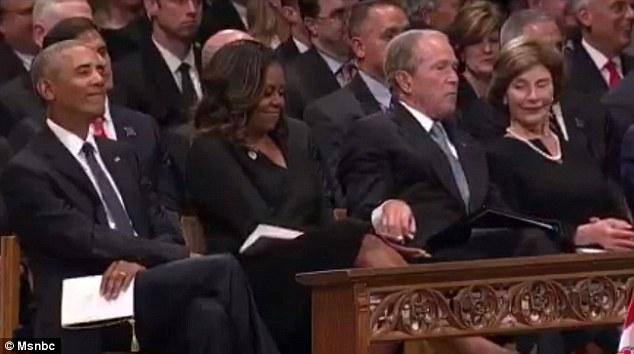 小布什将妻子给的糖又偷偷递给米歇尔 外媒:真挚的友情