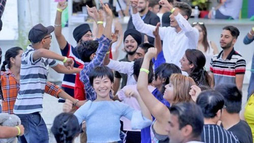 """英国高校呼吁恢复PSW签证吸引留学生:不想失去""""摇钱树"""""""