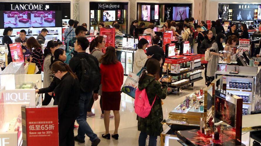 日媒:调查显示中国年轻女性收入不断增长 成消费主力军