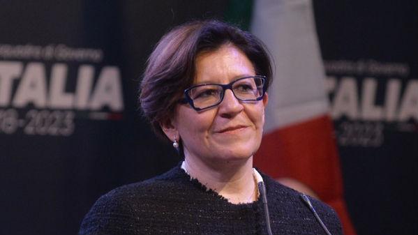 意大利女防长指责法国对利比亚危机有责任