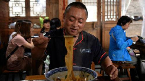港媒介绍在香港的陕西美食文化:面条与饺子搭配大受欢迎