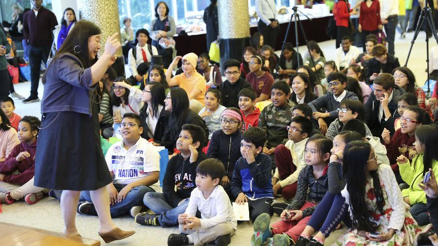 """港媒:美国基层学校推进""""汉语热"""" 让孩子们沉浸在普通话中"""