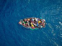 海上救援:西班牙营救157名试图前往欧洲的难民