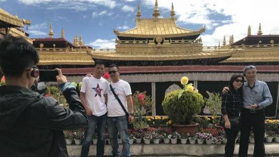 """新媒称西藏发展旅游业促民族团结:开创""""兴藏""""""""稳藏""""新局面"""