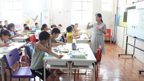 英媒关注中国工厂为留守儿童办日托班:用亲子福利吸引工人