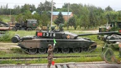"""5大先进武器亮相俄""""东方""""军演!中国99坦克赫然在列"""