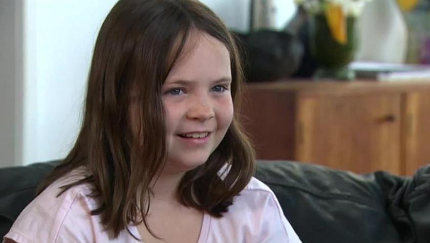 澳9岁女孩拒绝在奏国歌时起立 官员们炸了锅