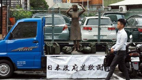 """台""""慰安妇""""铜像被踢事件发酵 台媒:台当局""""把脸丢光"""""""