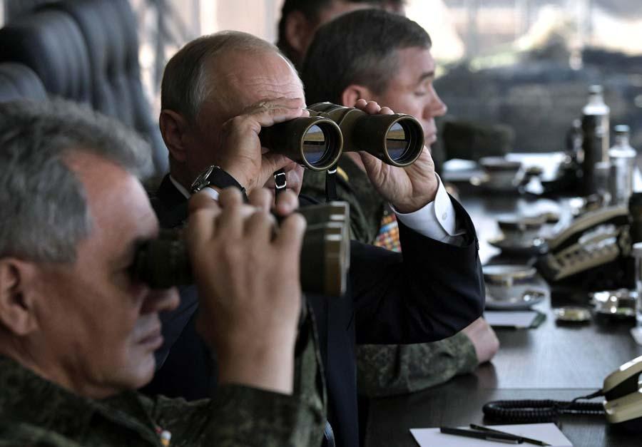 普京观摩俄罗斯冷战后最大规模军演
