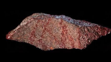 外媒称考古学家在南非发现最古老人类绘画:距今约7.3万年