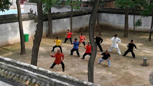 老年人怎样才能预防跌倒?外媒:只需学习这项中国拳法