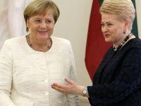 默克尔说欧盟须保持与俄对话