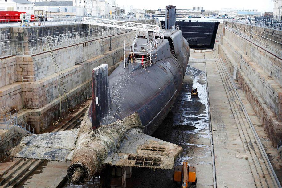 """9月14日,法国瑟堡-奥克特维尔,法国海军集团(NG)CEO 埃尔韦·吉尤主持了法国海军""""可畏""""级弹道导弹核潜艇""""霹雳""""号的拆解仪式。图为""""霹雳""""号。(图片来源:法新社)20"""