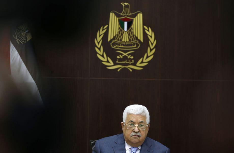 9月15日,在约旦河西岸城市拉姆安拉,巴勒斯坦总统阿巴斯主持会议。巴勒斯坦总统阿巴斯15日说,巴方准备将贝都因人居住区、阿克萨清真寺等涉及以色列的问题提交国际法院。新华社/法新23