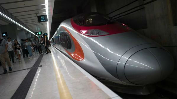 """港媒:高铁给香港旅游业带来""""黄金周"""" """"十一""""游客将激增"""