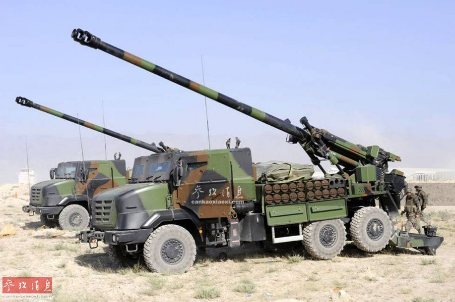"""""""恺撒""""CAESAR实际是""""卡车火炮系统""""的法语缩写(刚好与历史上著名的凯撒大帝重名),由法国GIAT防务集团于20世纪80年代研发,主要是为对应法国陆军经常海外部署,急需一种能够快速反应的轻型榴弹炮(现役AUF-1型155毫米履带式自行榴弹炮全重近42吨,不便于战术空运)而研发。"""