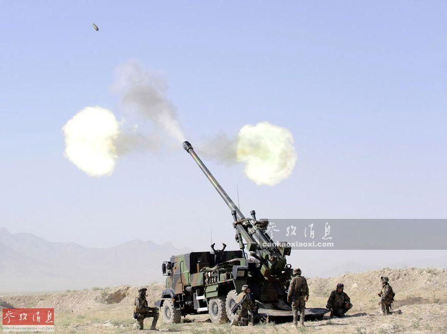 """9月13日,法国陆军""""恺撒""""卡车炮部队在伊拉克境内的幼发拉底河谷地区,正在执行代号""""围攻""""的反恐作战行动,在无人机的空中引导下,对当地的IS极端武装据点进行远程打击。本文就此为您简析。11"""