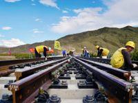 川藏铁路拉林段首组道岔铺设成功