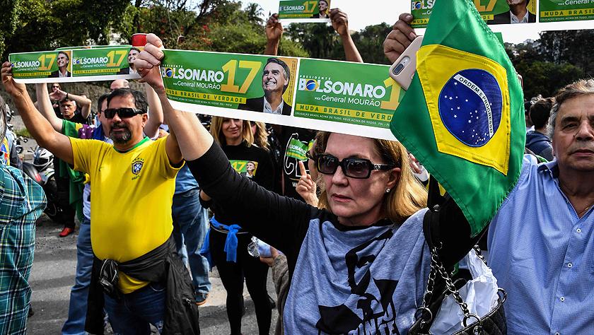 巴西总统候选人博尔索纳罗离开重症监护室