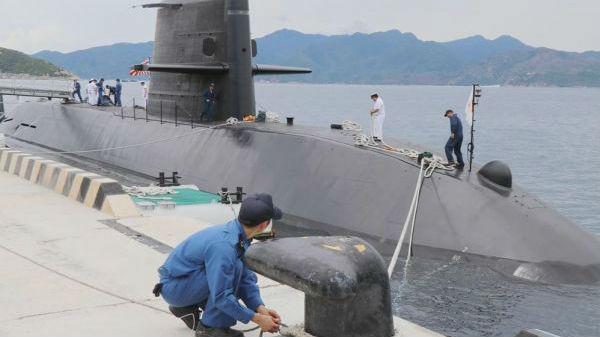 """日本潜艇首次进入南海演习 中方:""""损害和平稳定"""""""