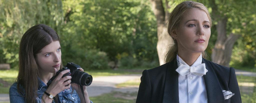 《一个小忙》:好莱坞新生代双骄演绎复杂的女性友谊
