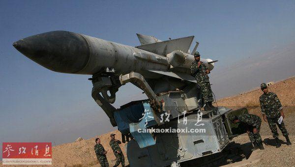 """讽刺的是,此次误击俄军伊尔-20侦察机的S-200(北约代号SA-5)防空导弹,也是苏(俄)制武器,是典型的""""大水冲了龙王庙"""",图为伊朗军队装备的S-200防空导弹。"""