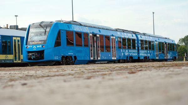 氢燃料列车已上线运行 中日欧竞跑下一代新能源竞赛