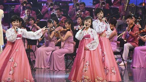朝韩领导人同看三池渊管弦乐团演出 金正恩:可以多看一会儿