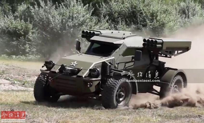 """近日,由俄罗斯Intrall联合体公司与UAMZ集团联合研发的一种绰号""""中队""""(Eskadron)的新型4x4特种越野突击车公开了最新宣传视频,尽管目前该型突击车尚未获得明确订单,但俄军媒猜测,俄空降兵部队应是潜在用户。本图集就此为您简析。图为武装型""""中队""""战车越野转向资料图。56"""