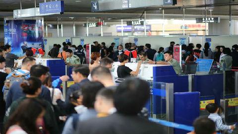 """海外媒体称十一假期将成全球""""黄金周"""":700万人次出境游"""
